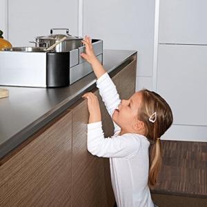 Herdschutzgitter aus Kunststoff oder Metall zum Klemmen oder Kleben mit und ohne Schalterabdeckung
